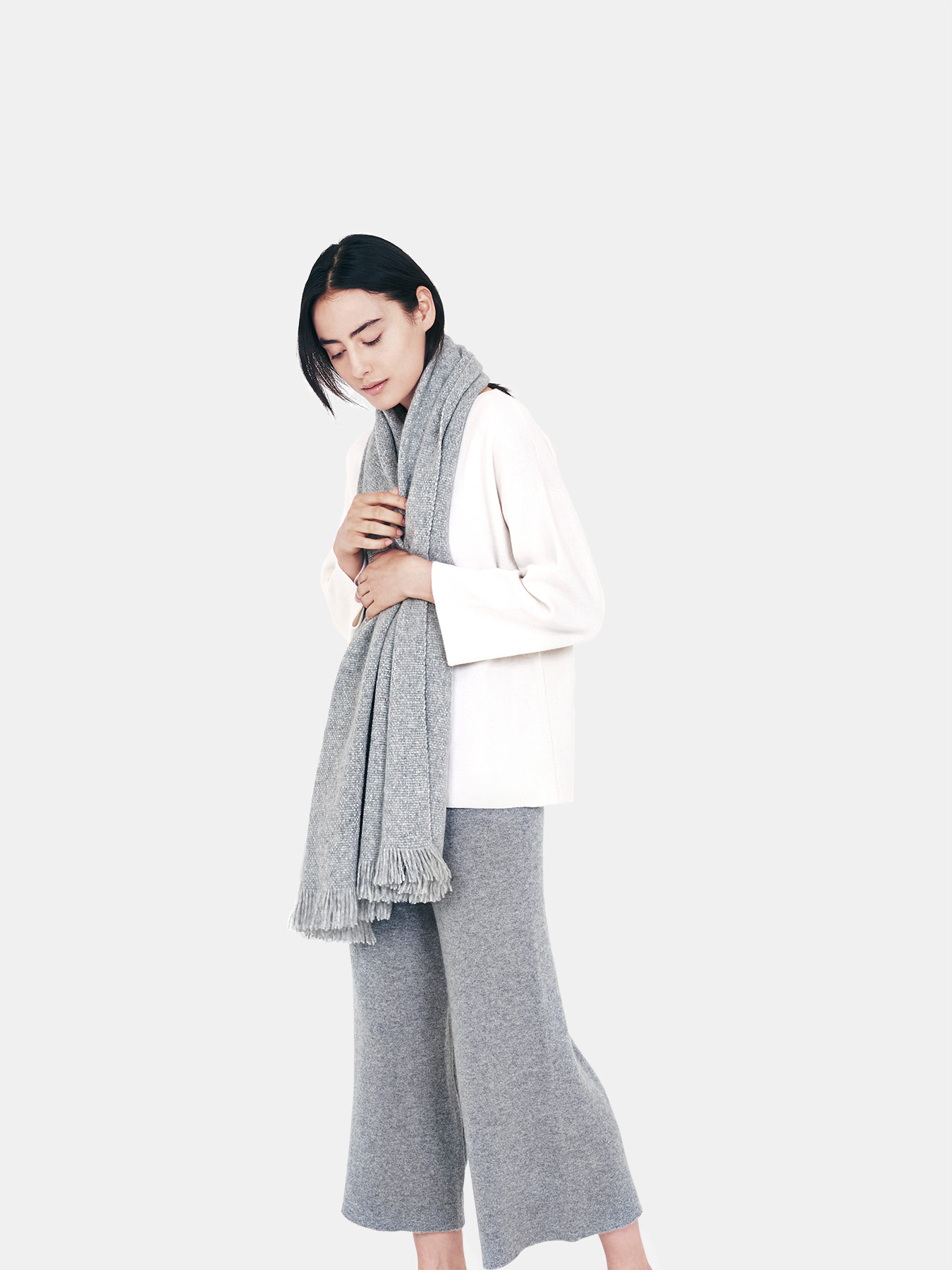 Classic-Knitted-Cashmere-Scarf-Grey-s2.2