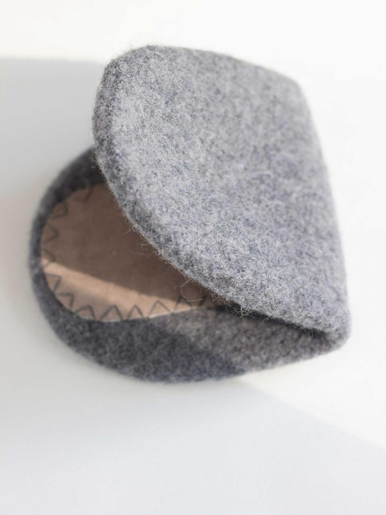 snug-wool-slipper-grey3
